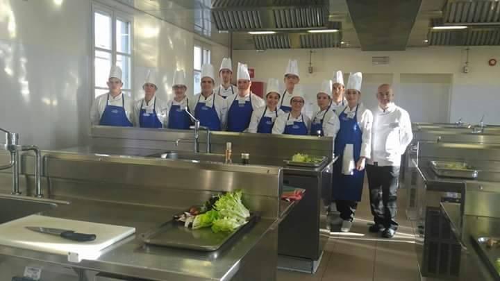 Gli studenti dell 39 alberghiero in un progetto formativo con alma la scuola diretta da gualtiero - Alma scuola cucina ...