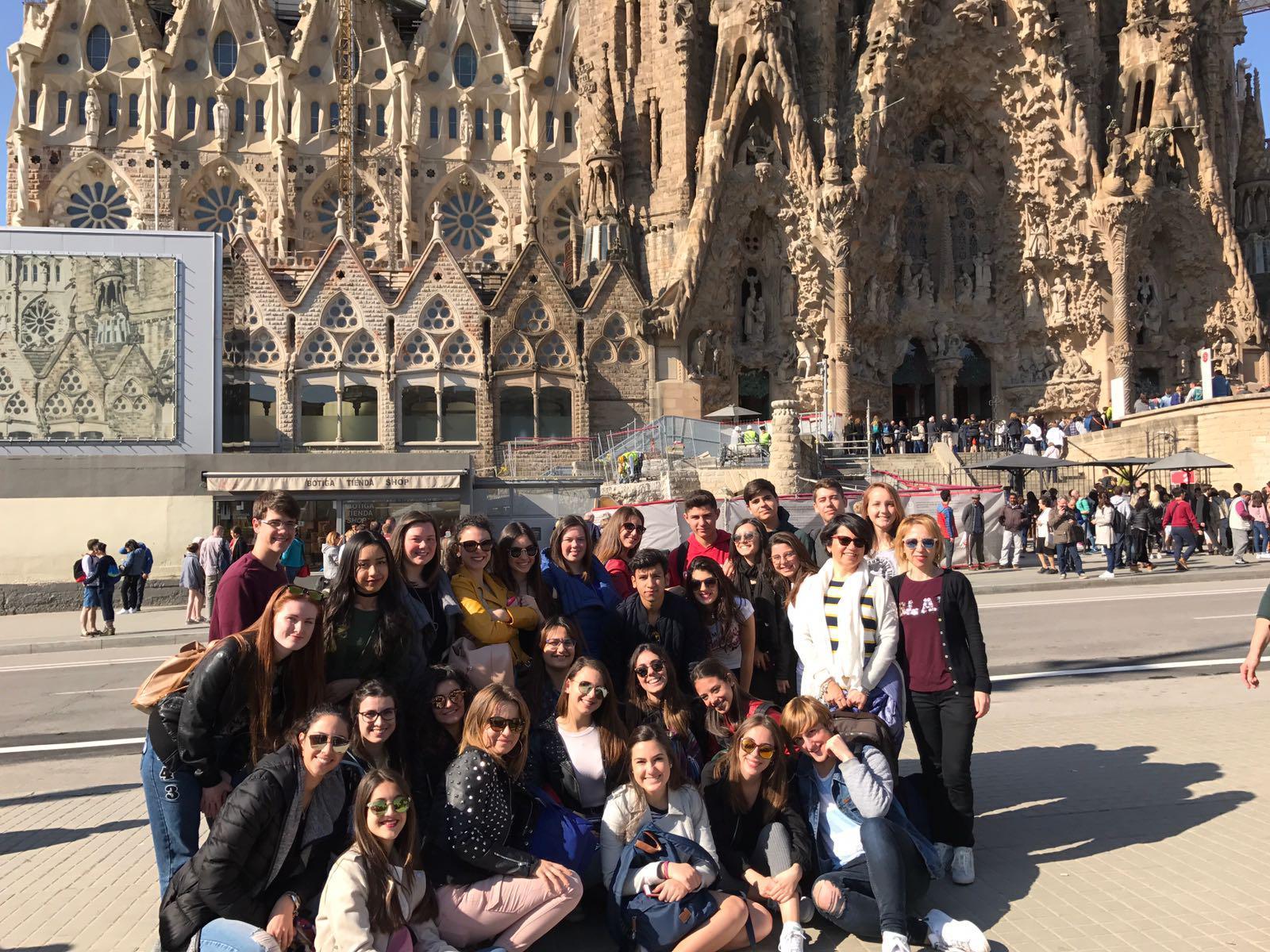 Il Liceo Pascasino davanti alla Sagrada Familia