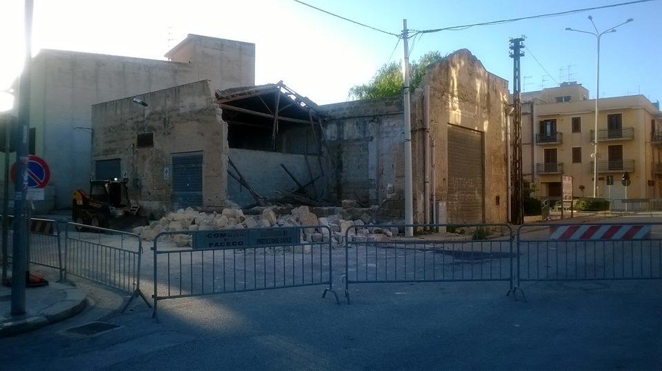 Crollo di un vecchio magazzino a Paceco