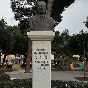 mattarella statua