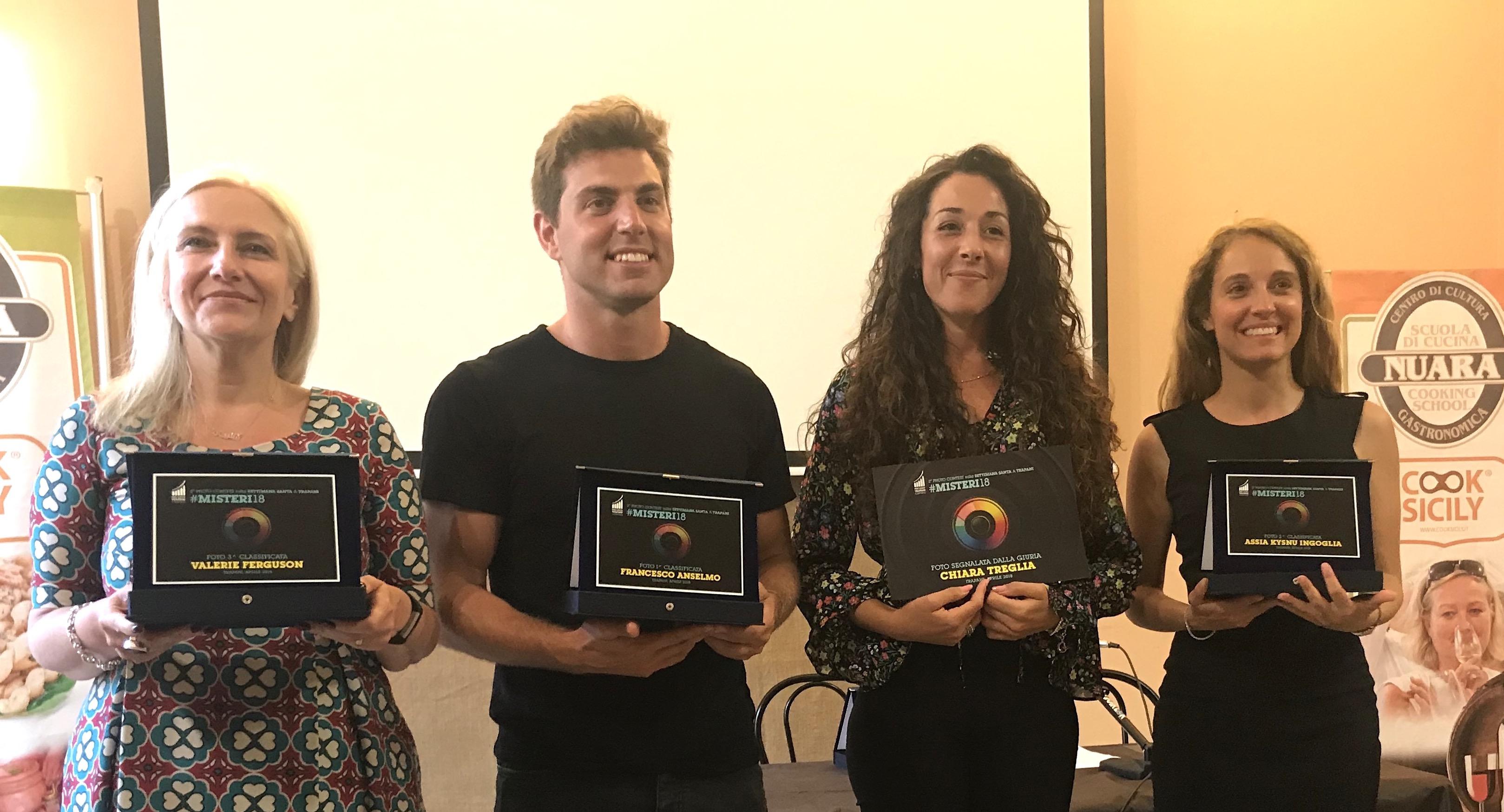 I premiati da sinistra Valerie Ferguson, Francesco Anselmo, Chiara Treglia, Maria Emanuela Ingoglia