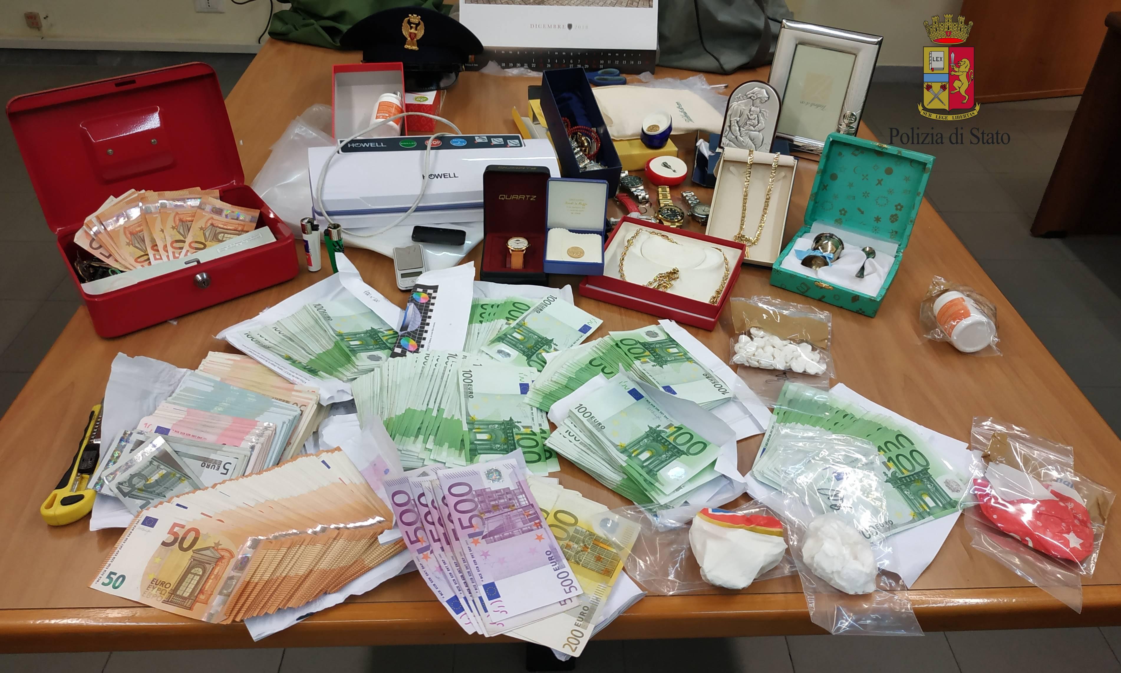 Cocaina, hashish e mariuana, arrestati due ragazzi di Fondi